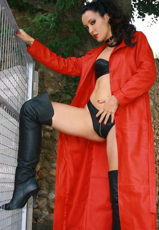 chateau-cuir-red leather coat